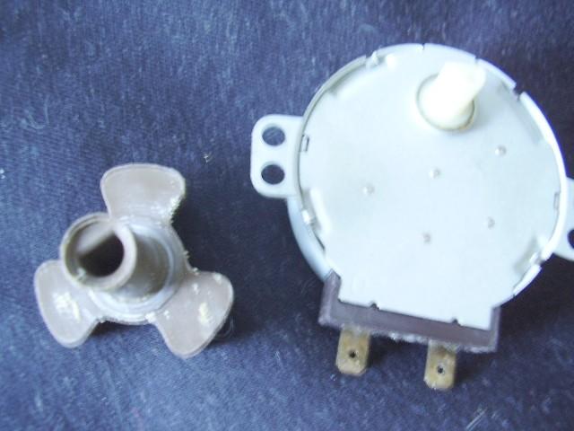 Встречаются два типа двигателя на 220v и